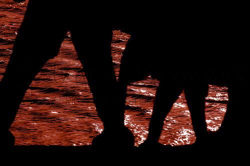 Silhouetten van olifanten bij water in Tsavo East tijdens Over Maneaters en Rode Olifanten fotosafari