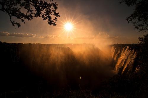 Zonsondergang boven de Victoriawatervallen